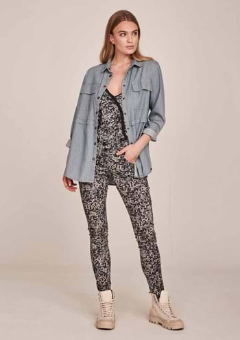 NÜ Denmark. Women's Combi, blouses, jackets, suits, coats, raincoats, pullovers, shorts and skirts
