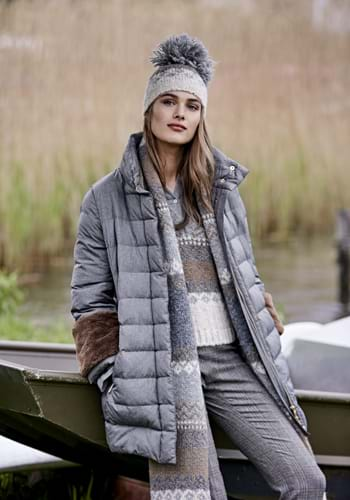 River Woods. Fashionable blouses, dresses, pullovers, shorts and skirts. Women's jackets and coats.